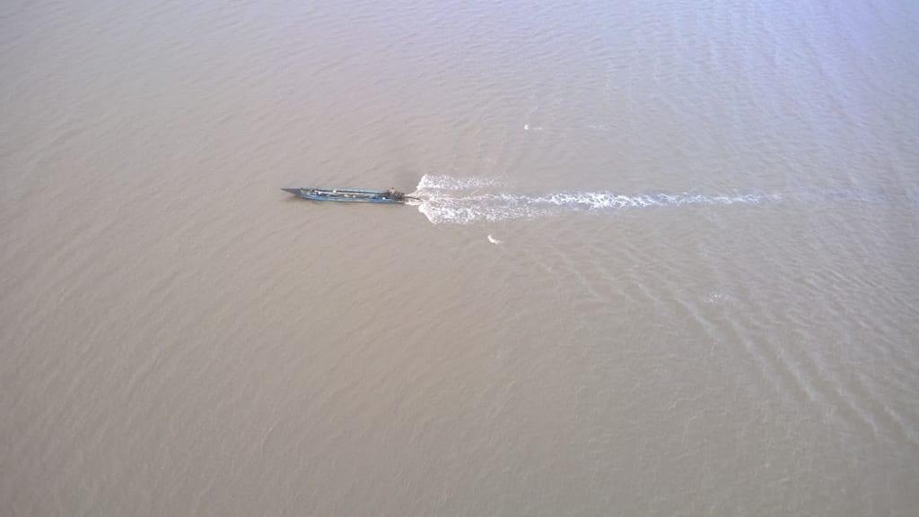 Ghe đi bắt cá cảu ngư dân bạc liêu nhìn từ đỉnh trụ điện gió d lab 1024x577 1